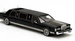 Lincoln Limousine - Limo Service Chauffeur Service